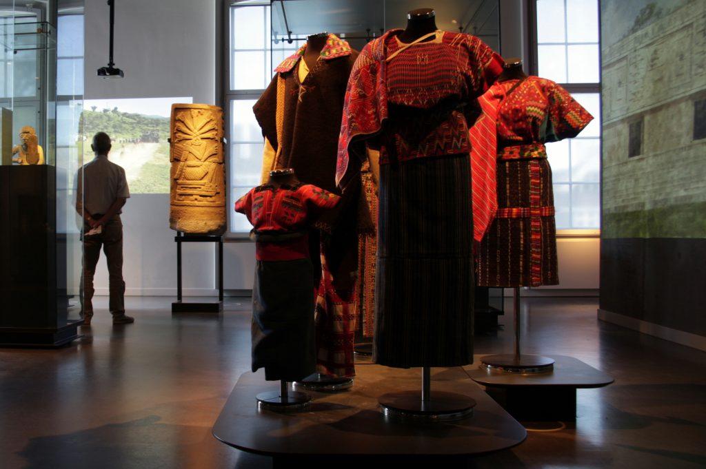 Volkenkundig Museum Leiden 135-001 bik